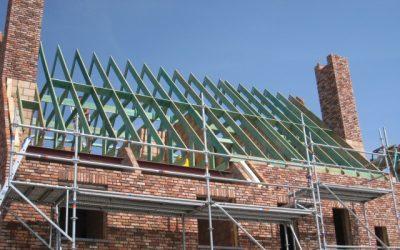 Plaatsing van dakspanten door Omni Wood
